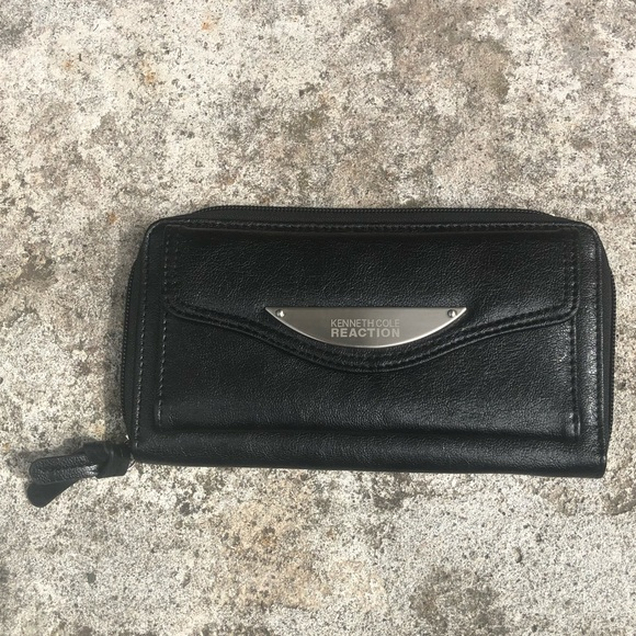 Kenneth Cole Reaction Handbags - 3/$25 Kenneth Cole Reaction Trifold Wallet Black